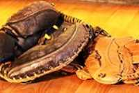 baseball_gloves